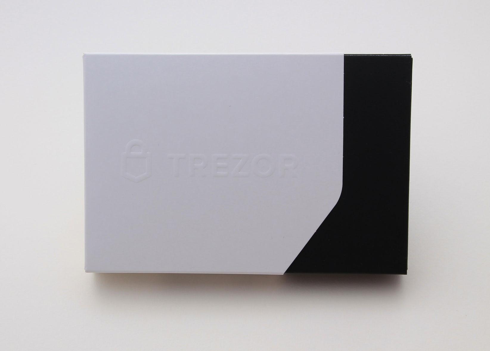 obzor-apparatnogo-koshelka-trezor-model-t_01